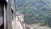 1956年通车的宝成铁路线上,火车正穿越巍巍的秦岭隧道