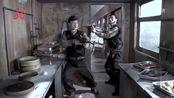 对方的敌人队长看到自己的弟兄都报销了,心里凉飕飕的,到厨房刚好中圈套