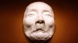 鲁迅逝世当天制作石膏遗容,意外粘下22根毛发,如今成一级文物