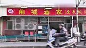 上海大妈居民楼附近开小吃店,一份只要5块钱,24小时都在排队