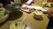 昆明的一位姐姐特地请假请我们吃大餐,我们请她去看电影《海王》