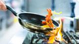 一个炒菜习惯,可能会伤害全家人的血管,为了家人健康早点改