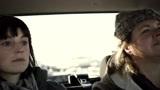冰城访客:女人开车拉着好几个人,她们在一起聊天