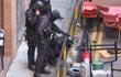 香港警察进入理工大学搜证 发现制作汽油弹遗弃物料
