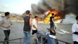 福建:漳州一渔船发生火灾被烧成铁架,整个码头都是烟