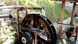 老外农民将水利能源用到了极致。网友:这是从中国学去的吧