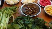 钟铭在福州收到淮安特产:五香茶干、脆干、素几、钦工肉圆、米糕、马齿苋包子、小红萝卜头、小黄胡萝卜、茨菇、小菠菜、小巴菜、水芹菜。
