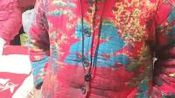 娱乐头条消息杭州富阳区@V:正能量大使,励志影视三栖歌明星孙定国(网名:阿贝哥)母亲章大姐之前现身杭州参加过杭州华山连天美集团新闻发布会,出席一系列活动。