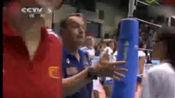 裁判错判,导致中国女排输球,赛后安家杰拒绝与对方主教练握手!