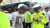 他买假证骑摩托,交警怒: 驾照能买?