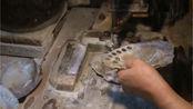 民国时期钮扣的制作,那时候钮扣是用贝壳做的。