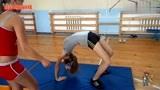 """16岁的俄罗斯女生有多调皮?体育课上""""翻跟头"""",网友:想娶"""