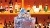 饮品师12秒教你制作一杯蓝莓冰气泡水