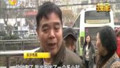 """长沙公交""""爱心卡""""现场挤爆,呼吁不要扎堆办理(一):老人申办免费""""爱心卡"""" 排队延伸到马路边"""