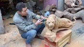 手艺人展示雕刻绝活儿,手工刻出来的老虎栩栩如生