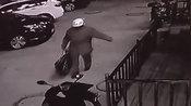 【山东】3岁男童被装行李袋弃路边 男子发现不救人反拎到隔壁店外