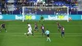 卡洛斯·费尔南德斯禁区前半转身射门,为塞维利亚队将比分扳平