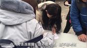 记录上海电子厂式离职,无数青年男女排队在高墙外,等待办理离职