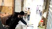 菜市场被剧组霸占了,听说是拍摄彭昱畅沐浴之王,有现场怪吗?