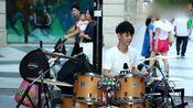 爵士鼓网红李科颖街头演奏筷子兄弟《小苹果》,看脸的年代!