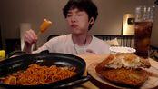 美食吃播 大胃王美食吃播 韩国小哥吃火鸡炒面 芝士猪排