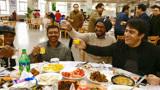 合工大外国留学生留校过春节 肉夹馍、饺子备受喜爱