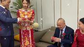 新郎是清华博士,新娘是硕士,到现在这10年的感情终于走进了婚姻殿堂!