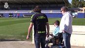 昨天西班牙人球迷Jaume再次来到基地,球员逐一跟他击掌,然后开始训练塞尔塔vs西班牙人 西班牙人..