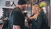 WWE退役选手Ryback与好友Phoenix Marie一起练背Feed Me More.19.11.11