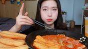中国吃播橘子:沾满红油的10根油条,杨国福麻辣烫,太好吃!