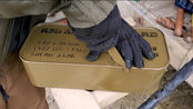 打开一盒7.62毫米弹药,这开箱速度太慢了,真替他着急!