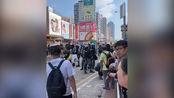 事情正在变化!香港市民纷纷走上街头力挺港警 暴徒落荒而逃
