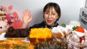 [吃播剪说话]*Cossert*朋友送的礼物!金泉高兴咖啡的面包们:蜂蜜面包/墨汁肉面包/蒜香面包/巧克力布朗尼/奶油面包/草莓奶油面包-20200203咀嚼音