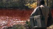 男子发现整条河被染红了,他取样化验后,才知道河内全是血液