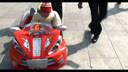 宝宝玩电动汽车(2011.1.29日拍摄14个多月时)