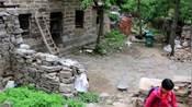 17:悬崖上的村庄,村子里的人基本不下山,女人嫁过来都回不了娘家!  ko