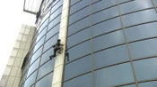 女特种兵见总裁被保安阻拦, 转身当了回蝙蝠侠, 爬上十几层高楼!