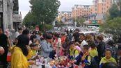 吉林敦化:教师节早晨,孩子们争先恐后买鲜花向老师表达心意