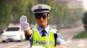 老人开车被交警拦下,驾驶证上的几个字,让交警无法淡定