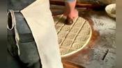 风味人间: 每一张饼都要盖章, 这样做是为了更好吃吗