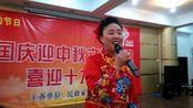 蚌山区艺术团员们同民政家园社区,庆国庆迎中秋文艺汇演之一。