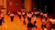 [配课件教案]1.一二年级体育《1.握拍与端球比稳游戏》江苏省市一等奖