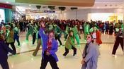 《para para sakura》响起,漂亮小姐姐们集体舞动嗨翻全场。