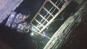 聊城5岁男童不慎跌入下水道,情况危急,消防员迅速展开救援!