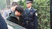 王宝强出庭离婚案件略显消瘦 律师及哥哥王建永陪同现身