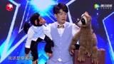 《中国达人秀》男子一人表演三个角色,腹语说的看不出一点破绽