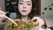 上海吃播,超辣的夫妻肺片,美女还一直说好吃,辣的不敢直视
