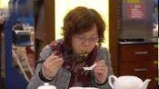 """【广州17年历史老茶楼银灯食府结业,有茶客从东北赶来告别】""""食在广州""""是广州一张名片,不少餐饮名店更是在国内享负盛名。1月6日,有着17年历..."""