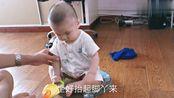 宝爸这样给六个月宝宝称体重,网友怀疑是亲生的吗?