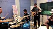 乐队演唱崔健经典歌曲《花房姑娘》,好听至极,怎么听都听不腻